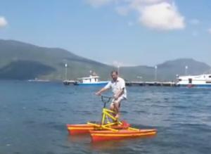 Keren, Kakek Asal Flotim Sukses Bikin Sepeda Air Laut