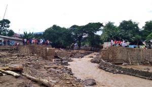 Ratusan Warga di Pulau Adonara Masih Terisolir akibat Jembatan Putus